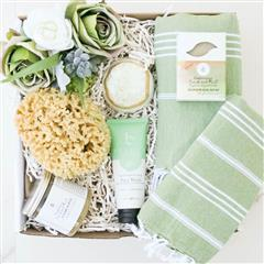 Emerald Spa gift basket that contains a Pearl Ring Bath Bomb, Pestemal Bath and Hand Towel,  Rosemary Frank and Mint Soap, Rosemary Frank and Mint Sugar Scrub, Facial Wash,Caribbean Grass Exfoliating Sponge