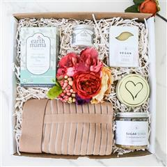 This pregnancy essential gif box has everything an expecting mom needs to feel comfortable and relaxed.Featuring Maternity Support Belt and organic and natural skin care products and zodiac candle you can personalize for her birth month.